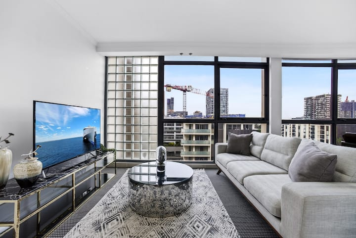 Stylish and Spacious Apt with Double living room