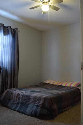 Private room in a Spacious House - Fredericton - Huis