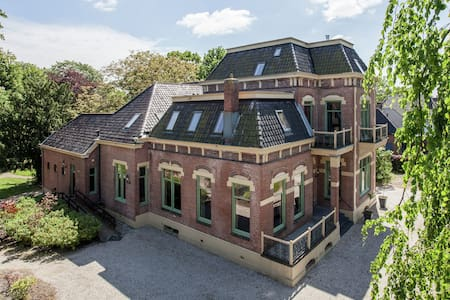 Swanky Villa in Gasselternijveen with Sauna & Jacuzzi