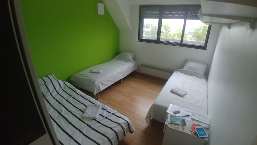 Modern and relax private bedroom nearby E40