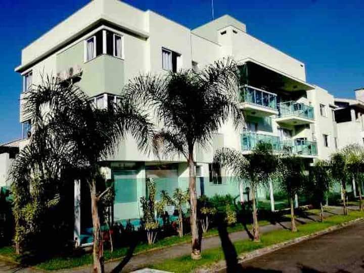 Apto de 2 quartos com piscina na Praia de Palmas!!