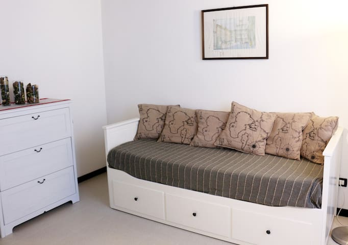 Second bedroom. This single bed can be tranformed into a confortable double bed.