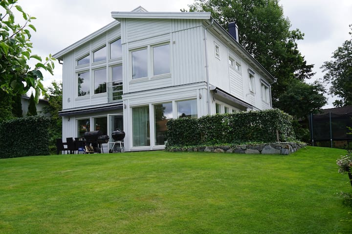 Modern villa close to central Stockholm - Lidingö