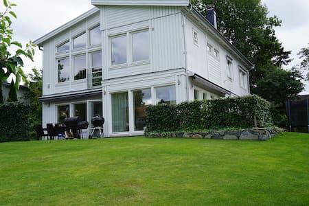 Modern villa close to central Stockholm - Lidingö - Casa de camp
