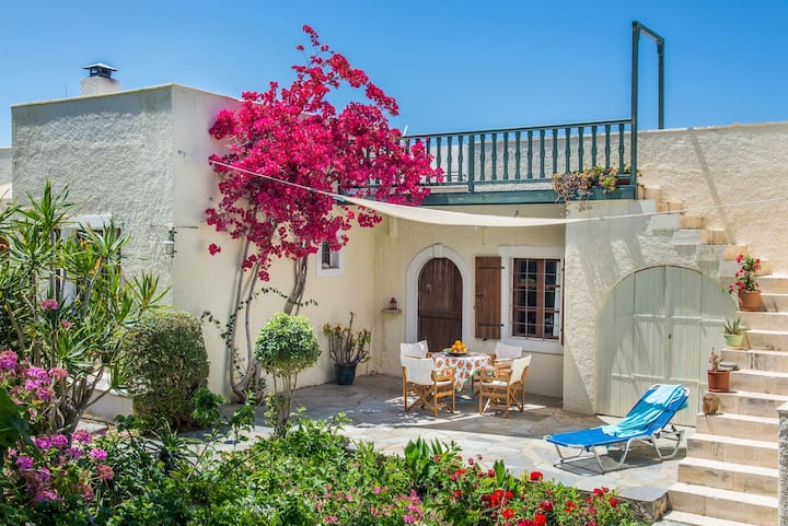 Bougainvillea House in Crete - AC - WIFI - SAT TV