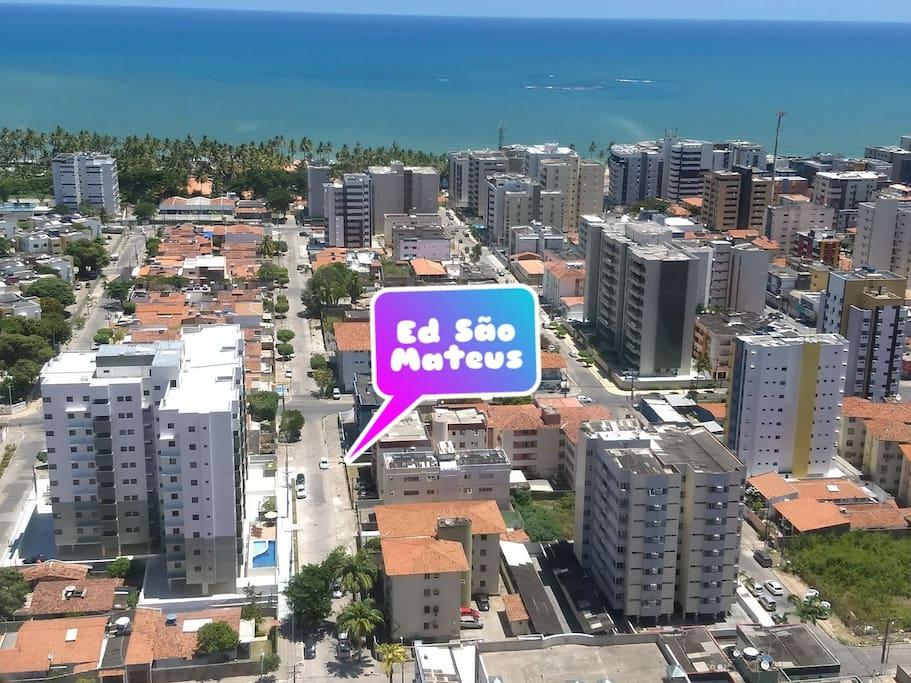 A três quadras, em linha reta, da praia de Jatiúca! Top!