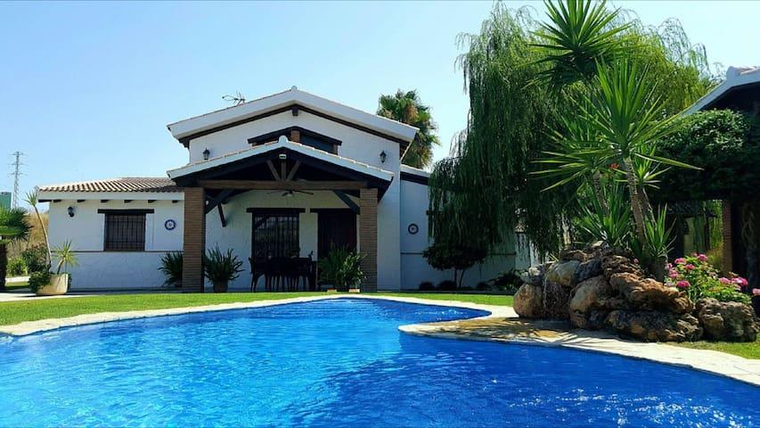 Exclusiva villa con piscina privada climatizada