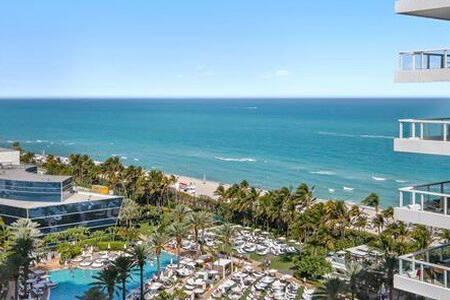 Fontainebl...Hotel Jr. Suit, Tresor Fabolous View