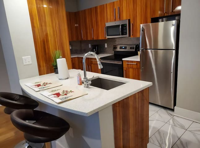 RIVER HOUSE | LSU 2Bedroom Downtown Condo 0524!!