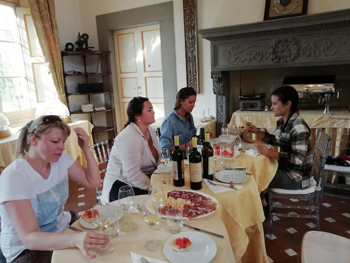 light lunch in villa with Tuscan food