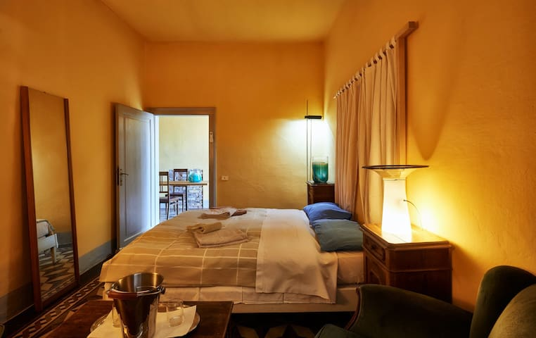 """Camera Fosca"" a chic private bedroom in Venezia"
