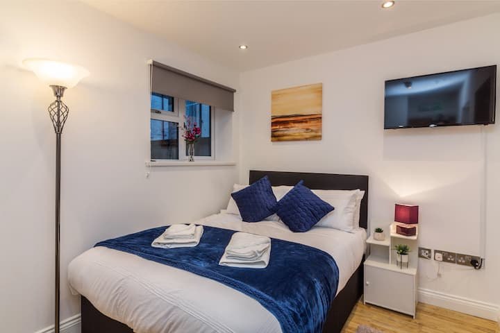 BRAND NEW City Centre Studio, Stylish Luxury Cosy
