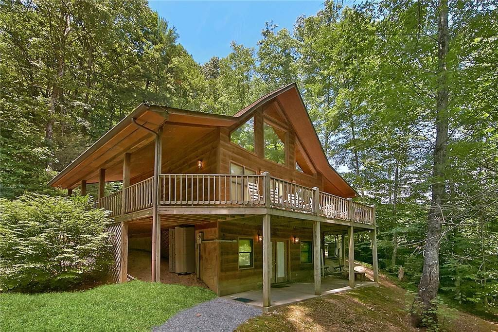 Hickory hill cabins for rent in pigeon forge tennessee for Gatlinburg cabins with fishing access