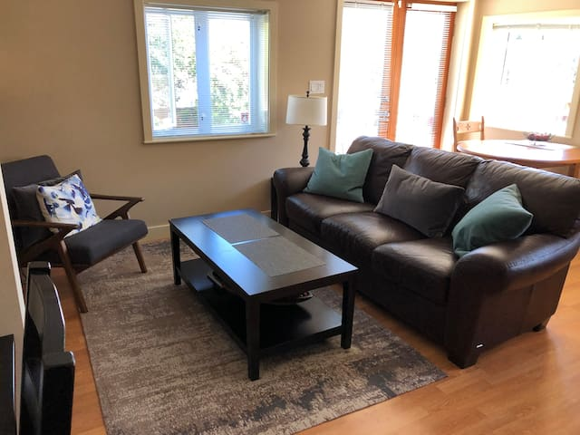 Private One bedroom Suite in North Vancouver