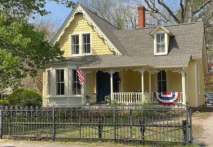 Charming Cottage in Historic Smithfield (c1885)