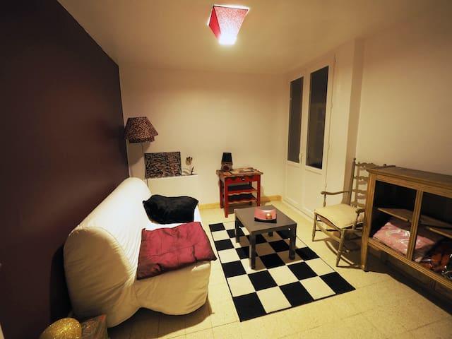 Chambre en appartement à Aix : confort et calme !