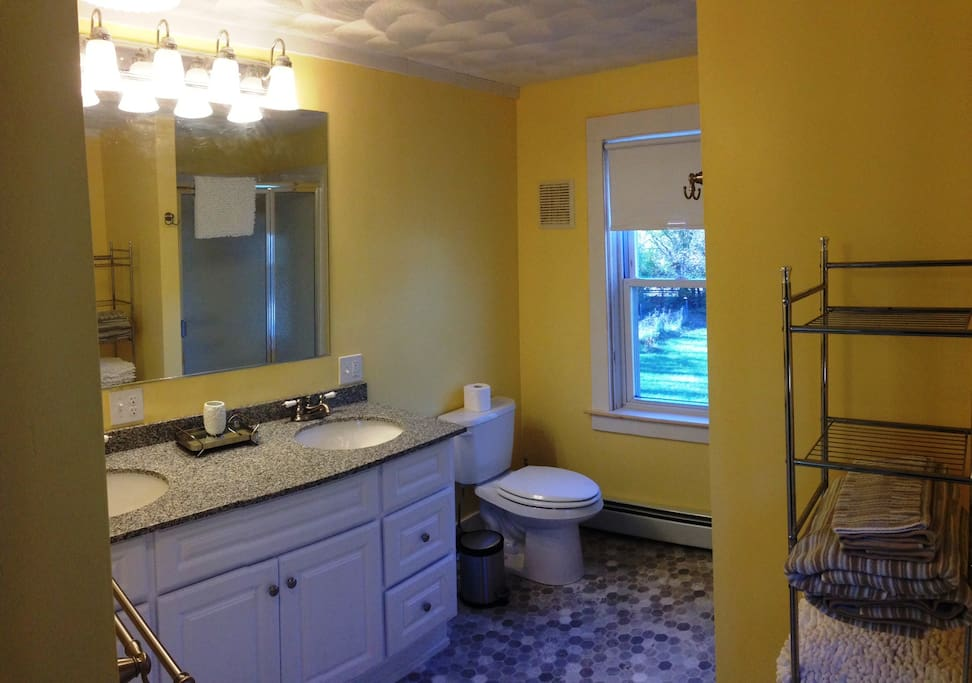 Viburnum - Private bath included in this listing