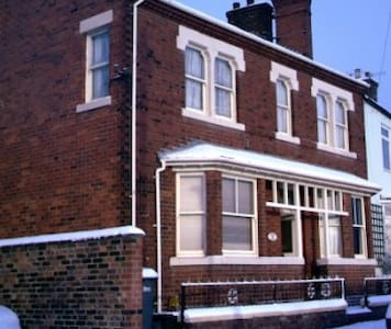 Large victorian town house - double - Stoke-on-Trent