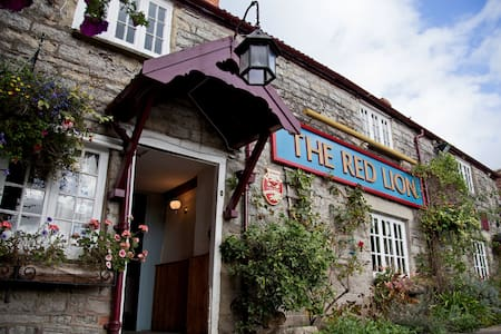 The Red Lion, West Pennard - Somerset