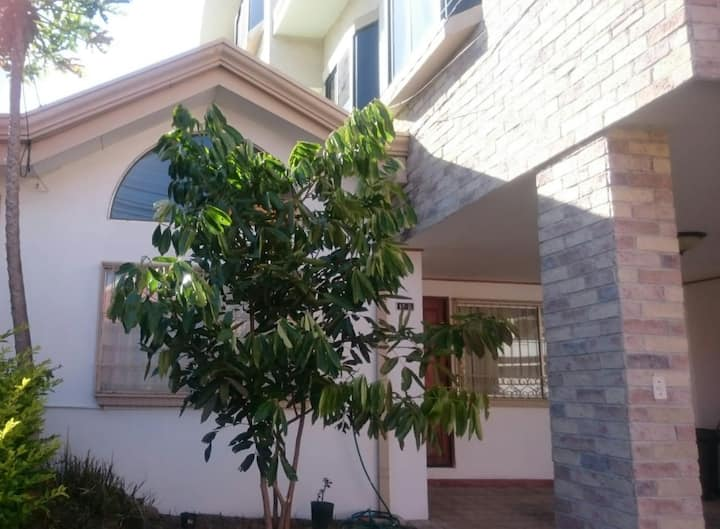 Spacious House in Gated Community W/24/7 Security