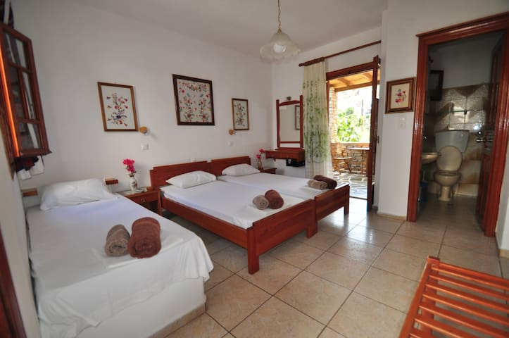 3.1) Lovely room for three people by the beach!