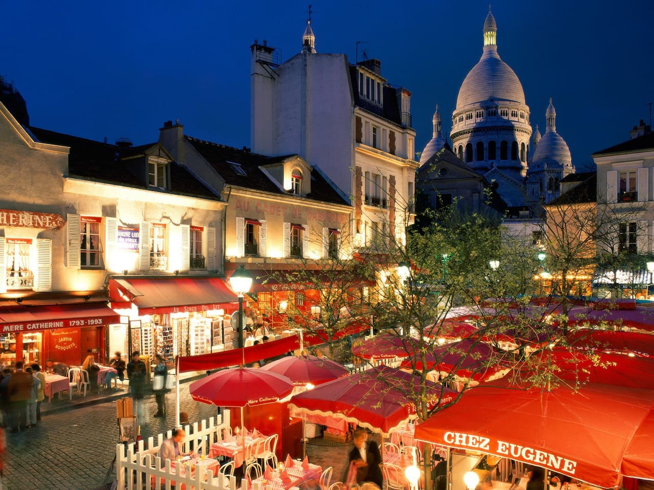place du terre by night and basilica of sacre coeur at the foot of the flat