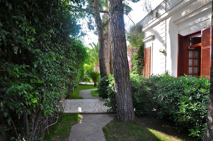 """""""Villa Colette"""" - with wide garden  - Trani - 別荘"""