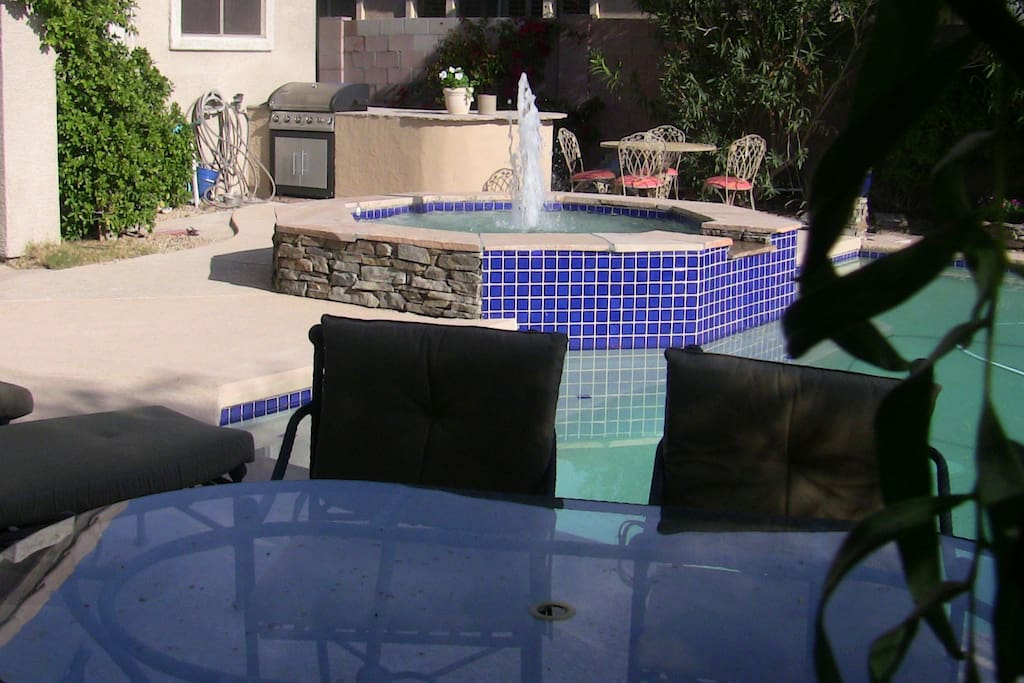 Outdoor table (6), pool, hot tub, table (4), gas grill