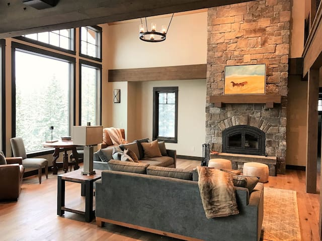 Brand New Luxurious Ski In/Out Home! - Big Sky - Casa