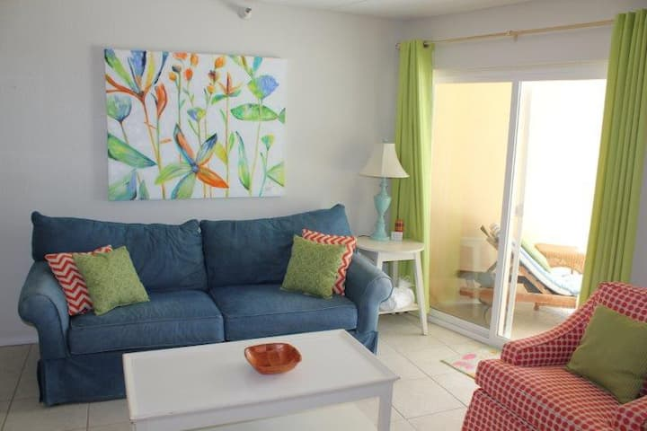 Emerald Skye 52-Great rates for this well decorated beachfront condo. Book Now