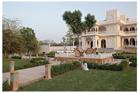 Luxury suite for 2 couples/family in royal palace - Jaipur - Boutique hotel