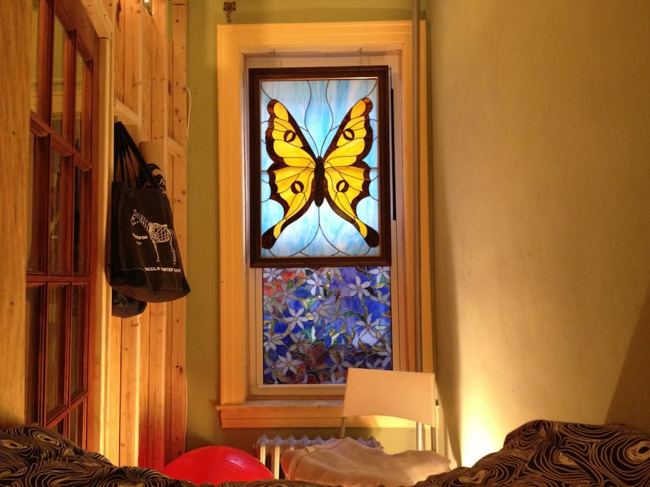 The 'Nook' Bedroom - Stained Glass View