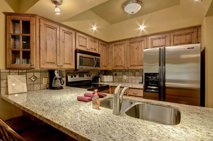 Empire Coalition106-Marvelous 3 Bedroom Condo 1 minute shuttle to Mountain with central location In Park City - Park City - Kondominium