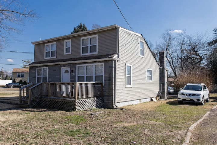 Cozy 3 Bedroom Home in Voorhees Township, New Jersey with full kitchen