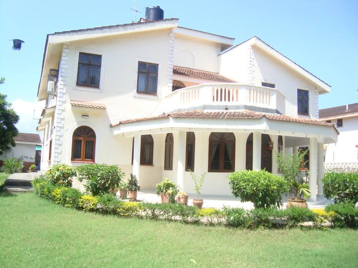 Mweru Villa - with a home and hotel feel ambiance.