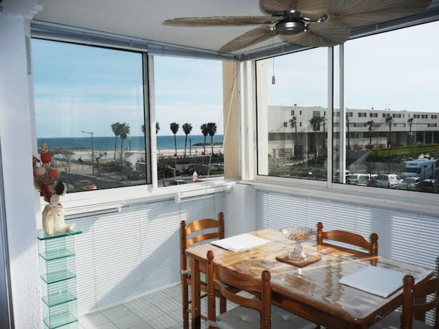 T2 WIFI, Sea and Beach sight 100m - Sète - Apartemen