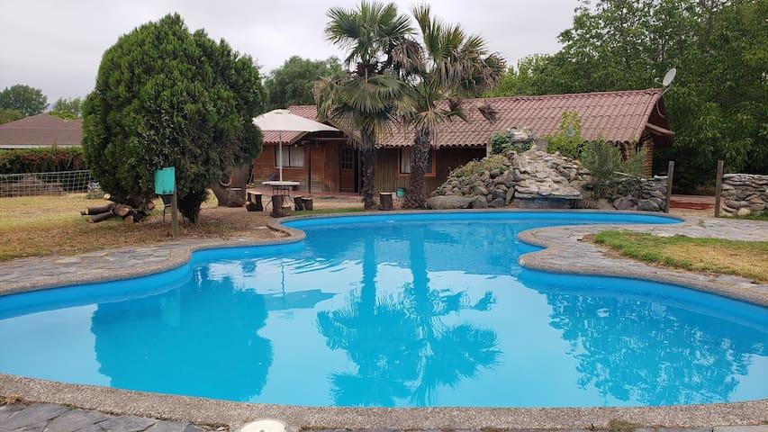 Parcela con 3 cabañas con piscina en Limache