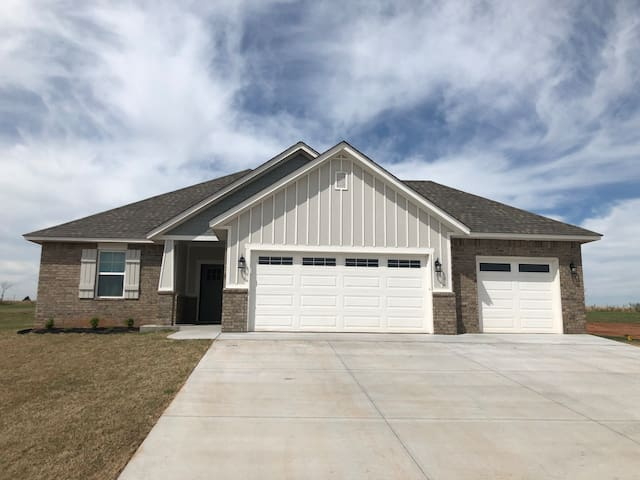 Brand new 3 Bed 2 bath in North Edmond!!