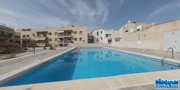 Planta baja con terraza y acceso directo a piscina
