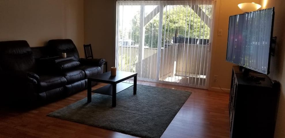 Private apartment close to Town Centre & 101
