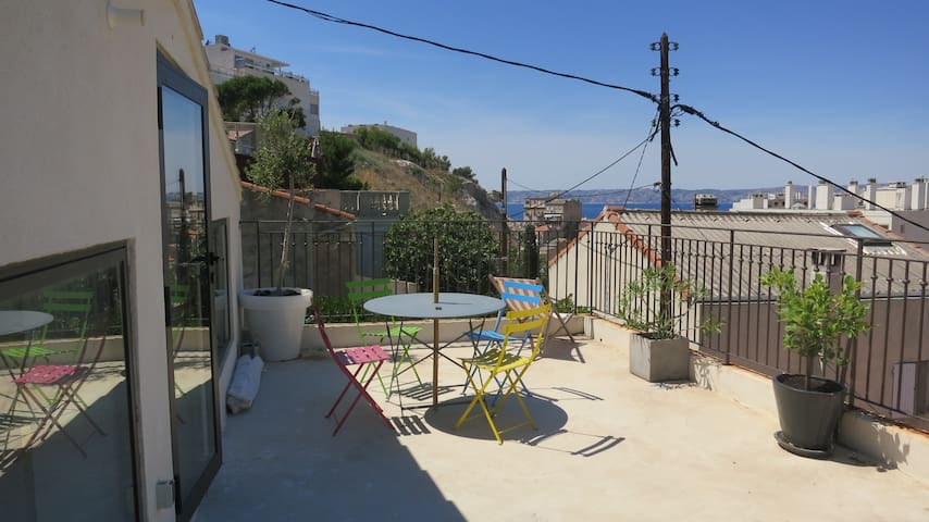 Cosy house with garden & see view