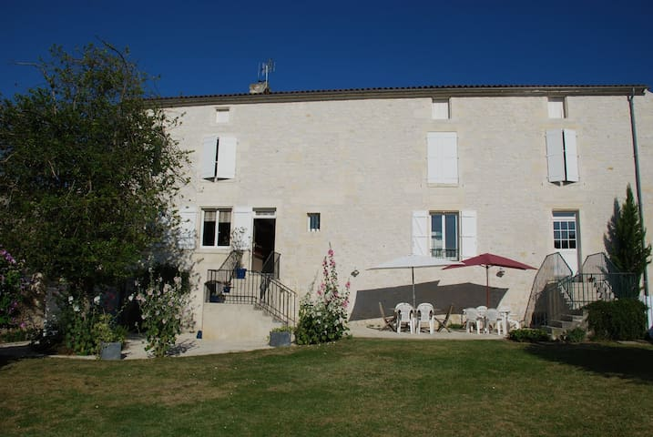 A beautiful mansion in Charentes - Pons - บ้าน