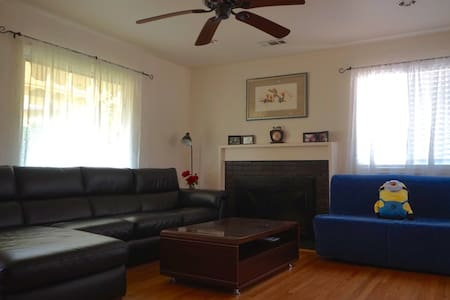 Comfy Queen Bedroom in East Bay w/ WiFi & parking - San Leandro