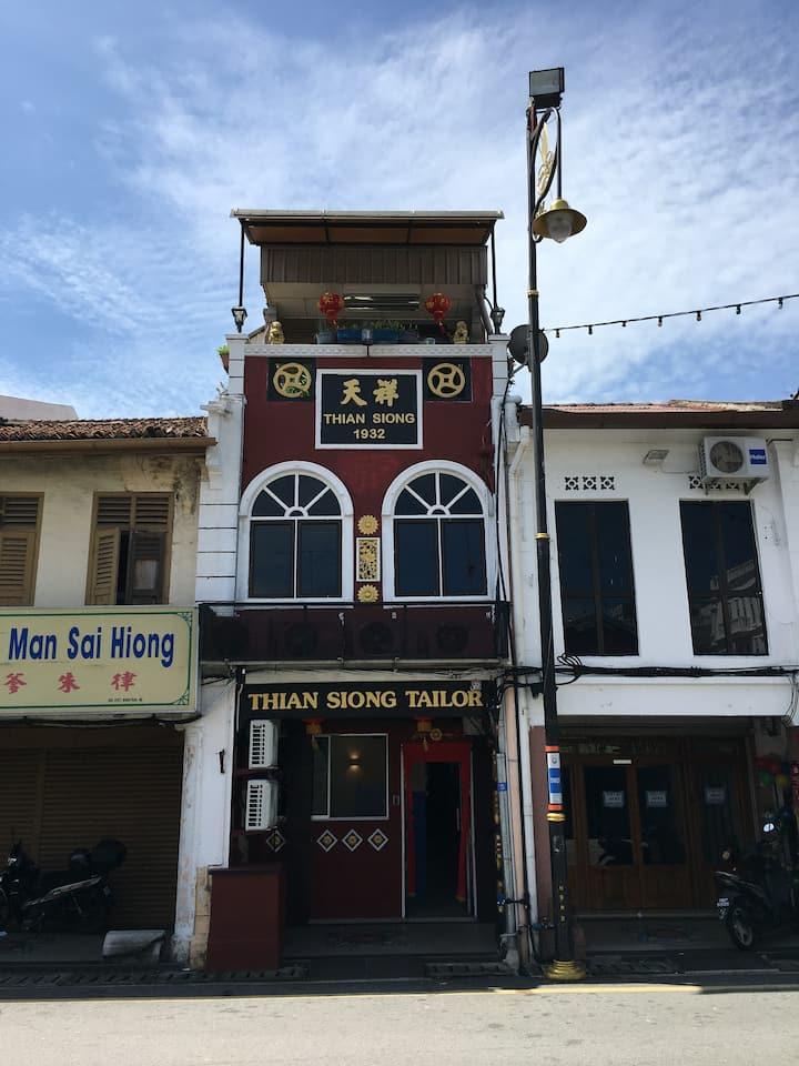 Standard Room 4 Bed @ Thian Siong Inn
