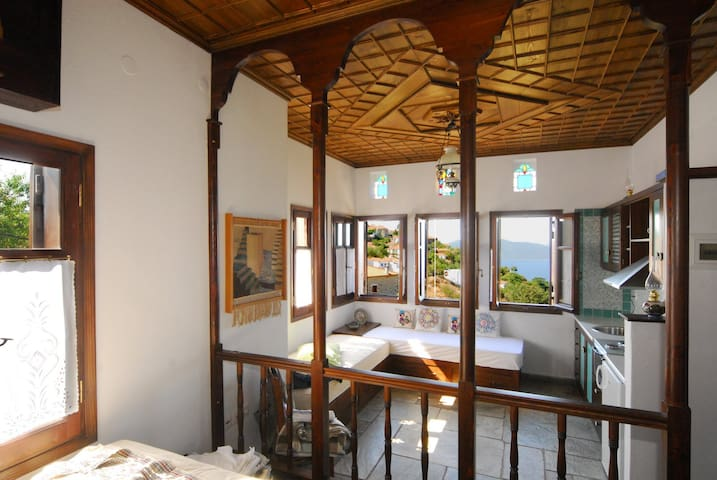 Panoramic views, mountain top suite - Trikeri - Apartamento