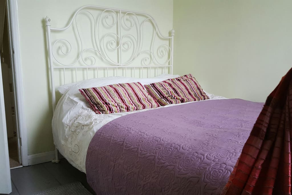 The main guest bedroom