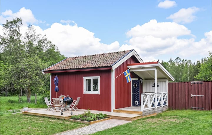 Stunning home in Henån with WiFi and 1 Bedrooms