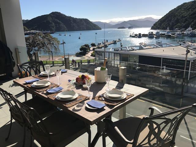 Oxleys Waterfront Luxury Apartment