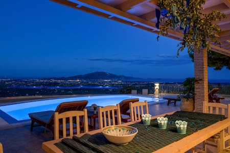 Castelli Luxurious 3-Bedroom Private Pool Villa - Lagopodo - Vila