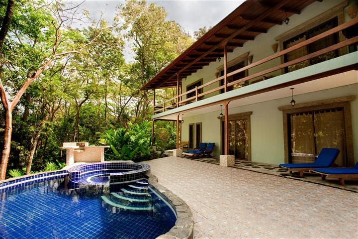 4 BR Villa Mot Mot in Private Gated Community - Manuel Antonio - Villa